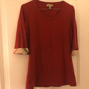 Burberry bluse med tern på folden på ærmet, aldrig brugt.