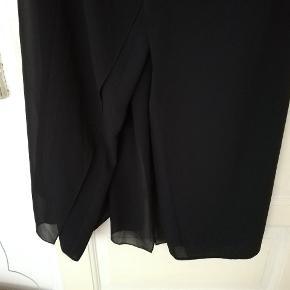 Flotte vintage bukser i mesh, ligner næsten en nederdel når man har dem på. Str 44 men meget små i størrelsen, passer nærmere en M
