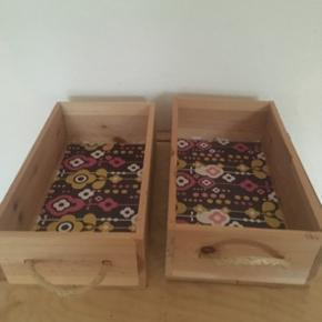 2 træ kasser  -fast pris -køb 4 annoncer og den billigste er gratis - kan afhentes på Mimersgade 111 - sender gerne hvis du betaler Porto - mødes ikke andre steder - bytter ikke