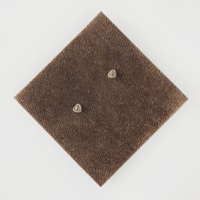 Øreringe  Materiale: ægte sølv - har stempler  Pris: 50kr + 10kr (PostNord) eller 33kr (DAO) - du bestemmer  Betaling via MobilePay   Tjek mine andre annoncer 🙂