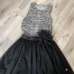 Royal Rebels kjole