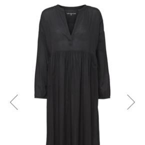 Moshi Moshi Mind long dress, str. 1. Sælges, da jeg ikke går med den... Utrolig velholdt og næsten som ny. Sælges for 275 kr. inkl. fragt.