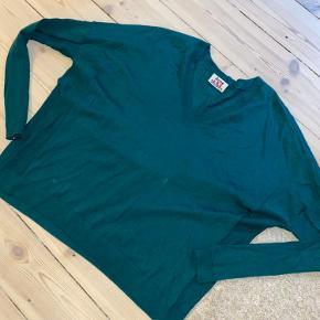 Smuk merino uld bluse fra Acne.  Har lille plet men det er jeg sikker på går af i vask. Pris sat derefter.