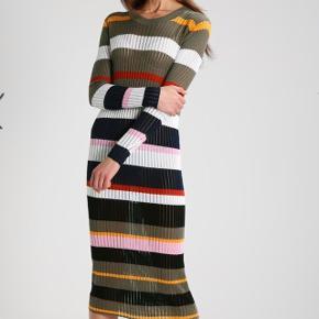 Super fin Storm & Marie strik kjole. Brugt 2 gange - Ingen pletter eller andre tegn på slid. Np: 1150kr