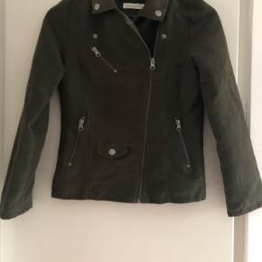 Army grøn jakke i velour..... i fin stand