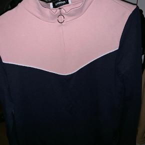 BYD Nypris 600-650 Fin trøje kan bruges med en t-shirt eller lign indenunder. Køber betaler fragt