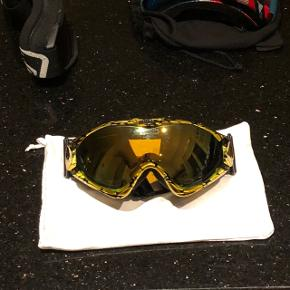 Lækre guld skibriller med slangemønster