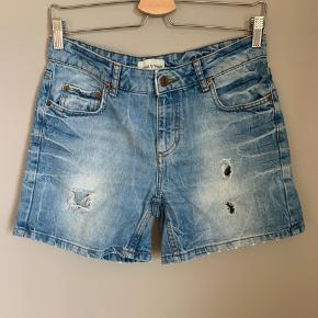 Brand: Samsøe Samsøe  Stylenavn: Irene shorts  Materiale: 100% bomuld  Str: 28  OBS: Prisen er fast og jeg bytter ikke!