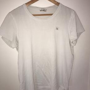 Sælger denne acne studios trøje for min kæreste han er 184 cm og normal slank bygning.   Prisen er ikke fast, i er derfor velkommen til at byde.   Husker ikke før pris