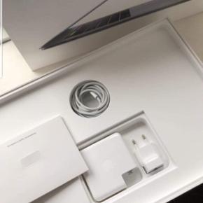 Sælger min MacBook Air 15 2019 Modellen er lavet i Maj År (2019) Da jeg alligevel ikke kommer til at bruge den Har en anden pc, som jeg er glad for. Den er i perfekt stand, sprit ny Ny Pris 17-20000 Din pris 14000 Prisen kan forhandles, Mp er: 12000 Afhentes i Aalborg Omegn Køber Betaler Fragt Tager mod: Mp, Kontant og Kortoverføring  ALT MEDHØRER BORTSET FRA KVITTERINGEN DEFFOR PRISEN  Harddisk GB : 256 Ram GB : 16  Pb for flere billeder