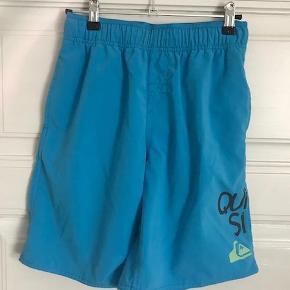 Varetype: Cool badeshorts Størrelse: 12år Farve: blå Oprindelig købspris: 300 kr.  Super seje badeshorts.  Handler også mobilepay