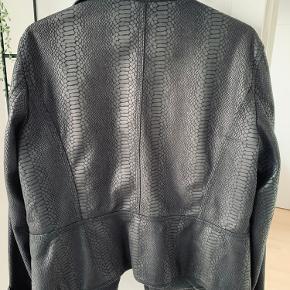 Sort kort jakke