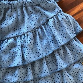 Lækkert sæt med nederdel og bluse. Brugt 1 gang.