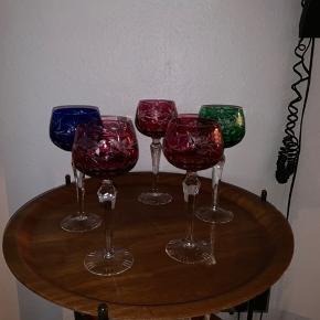 5 skønne bøhmiske glas 19 cm høje , virkelig fine uden skår   Pr stk 200kr   Til salg på flere sider