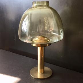 Lysestage designet af svenske Hans Agne Jakobsson. Pæn stand med intakt glas. 29cm høj.