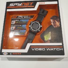 Spy net video watch.  Aldrig brugt,- men kassen har været åben. Oplades via mini USB. Dette medfølger ikke.