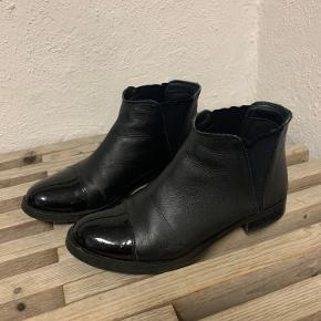 Amust støvler