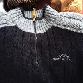 Sweater med foer fra Northfield, passer S. Der er et hul i foret ved det ene ærme, men ikke noget af betydning