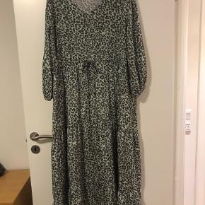 Super sød kjole. Er vasket, det er alt.