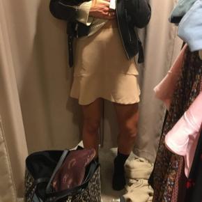 Neo noir beige nederdel str xsmall kan også passes af en small aldrig brugt