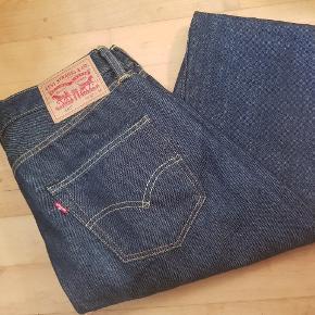 501 original, model marlon. Bukserne som Marlon Brandooo reklamerede med. De kendte 50er jeans. Mere vintage bliver det ikke. De er desværre blevet lidt for små.