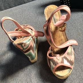 Sommer sandaler købt i Spanien . Str 39 . Kun brugt 2 gange   BYD gerne