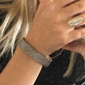 Flot armbånd fra en lokal butik Ingen tegn på slid