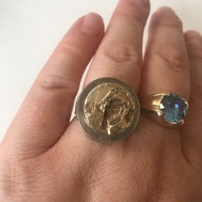 Vintage ring fra Siersbøl. 925s med forgyldt midte. Justerbar i størrelsen.