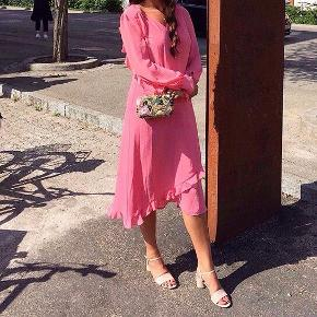 Den smukkeste og fineste kjole fra Baum und Pferdgarten. Den er kun brugt 1 gang. Det er str. 38, men kan også fint passes af en str 36