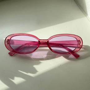 Super cute lyserød/rose farve solbriller. Helt jye og aldrig brugt.