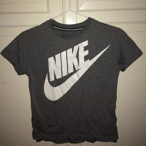 Grå Nike trøje