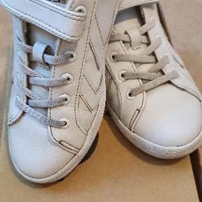 Hummel sneakers, brugt som par nr. 2, så ok stand.
