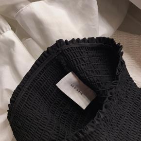 Begge neo noir nederdele sælges samlet til 350 kr.
