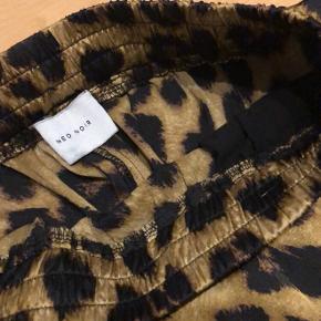Sælger disse lækre neo noir bukser:)