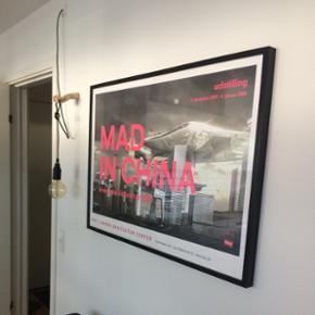 Mål: 70x100, rammen koster 199, fra IKEA. Plakaten er købt på DAKC(dansk arkitekturcenter for 350,