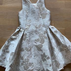 ca4fbbc9729f Flot elegant og stilren kjole fra Monsoon brugt to gange