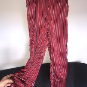 Mega bløde silkeagtige bukser fra Soaked in Luxury  Str. S (jeg er str. m og de passer mig perfekt)  Np: 550kr Mp: 100kr Skriv for flere billeder