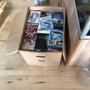 Flytte kasse med Dvd film og serier omkring 230 film og serier byd 😊