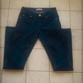 Varetype: Nye, lækre Jeans Acne Hex Størrelse: 27 / 32 Farve: Blå Oprindelig købspris: 1200 kr.  Lækre jeans fra Acne Model Hex Used Twill Blue .   Kun brugt 1 gang - De er som nye  Tager ikke billeder med tøjet på