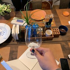 Sælger Holmegaard bouquet vandglas. De er omkring 2 år gamle, men er aldrig blevet brugt, og står derfor i perfekt stand. Prisen er for 10 stk Er meget åben for bud