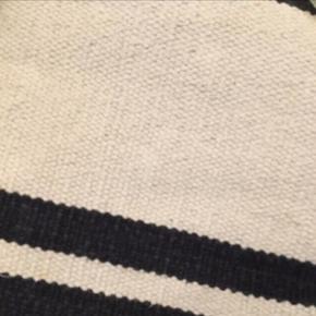 Super flot tæppe i kraftig bomuld 140x200 cm. Sælges grundet flytning