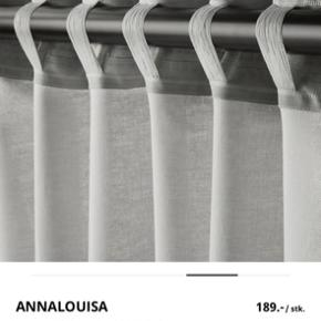 Helt nye gardiner fra Ikea, som desværre er for korte til min vindue😔
