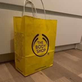 Sælger min pose fra The Body Shop  Køb noget fra min shop og få posen med til halvpris♻️