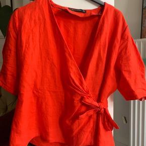 Flot rød-orange slå-om top fra Zara.   Tags: wrap, slå om, bindebånd, rustrød