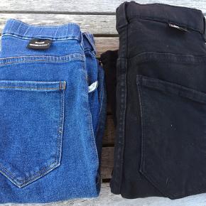 Dr. Denim jeans str. S, Model Lexy. Bukserne er i ok stand, dog blev de hurtigt slidte imellem benene. Se billederne.