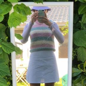 Hjemmestrikket pastel farvet vest Denne strikvest er lavet i 100% natur uld🐑 399kr🌸💕