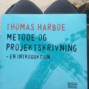 THOMAS HARBOE - Metode og projektskrivning 1. Udgave 2010 ISBN: 978 87 593 3176 3 Pris: 175kr - Aldrig brugt ( ny pris 235kr)