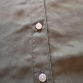 Skjorte /kjole fra PIECES. Dejlig blødt materiale 🌸