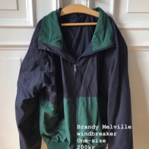fin brandy jakke, byd endelig:) sælges da jeg desværre ikke kan passe den.
