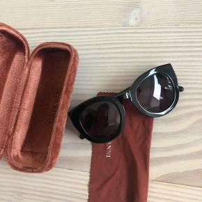 Super flotte solbriller. Brillerne fejler intet, men etuiet er gået en smule i stykker:) #GøhlerSellout